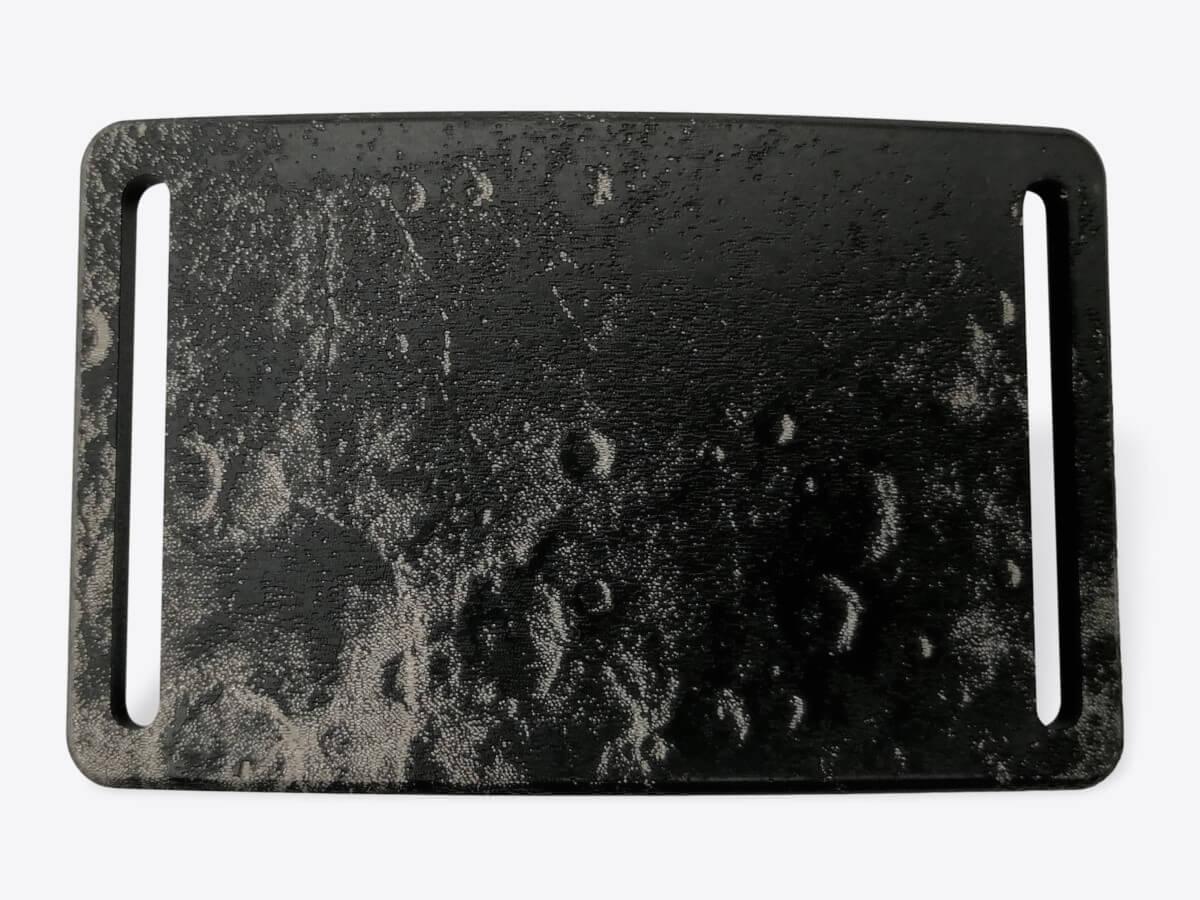 Schnalle M Mond